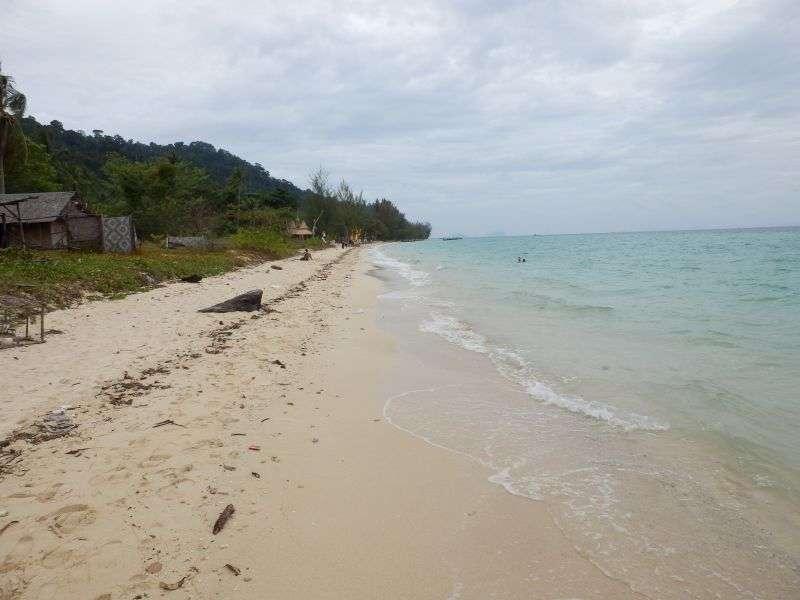 naturbelassener ruhiger Strand...da kein Resort vorhanden...
