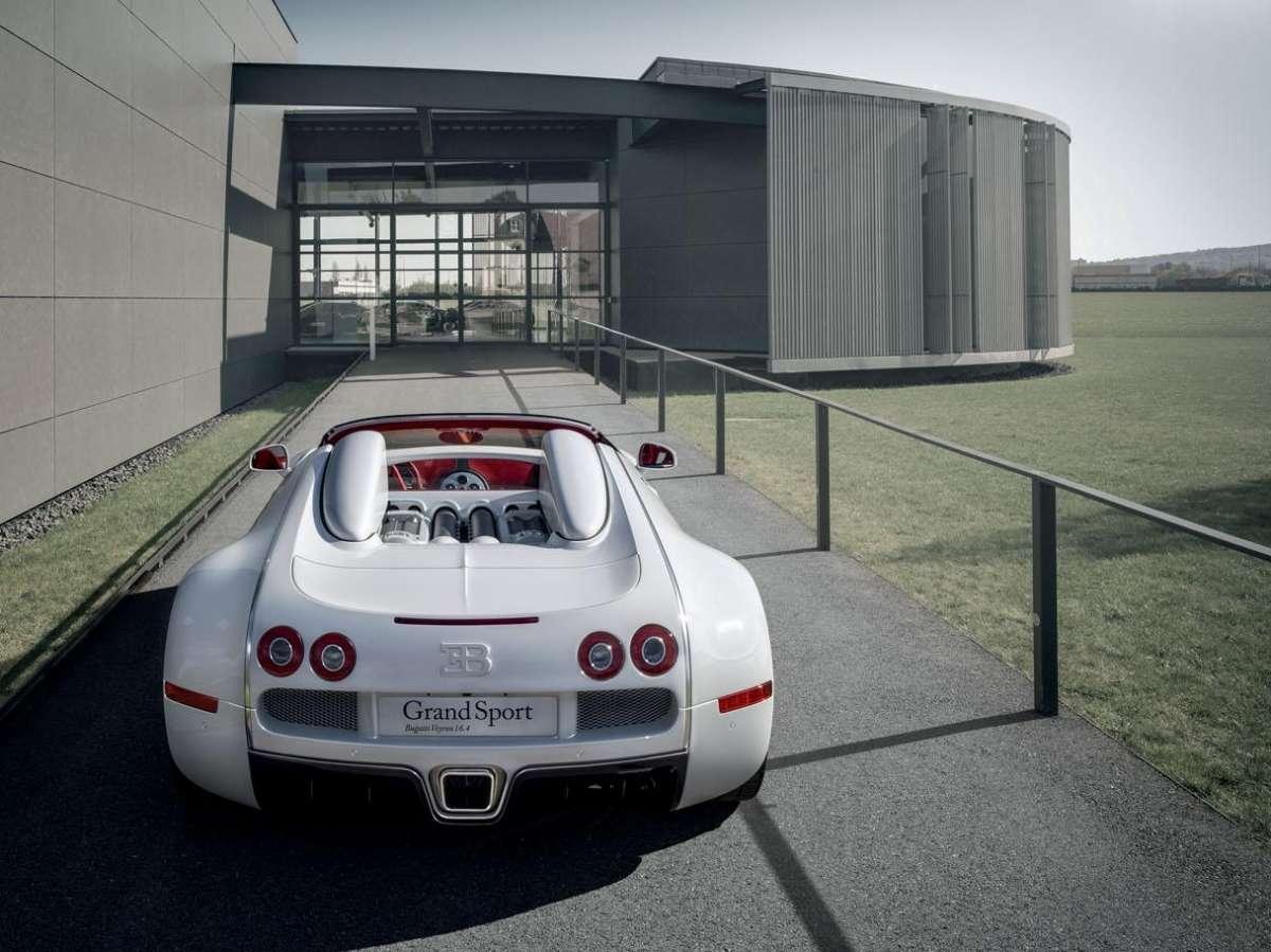 bugatti veyron 16 4 grand sport wei long k l nleges aut k. Black Bedroom Furniture Sets. Home Design Ideas