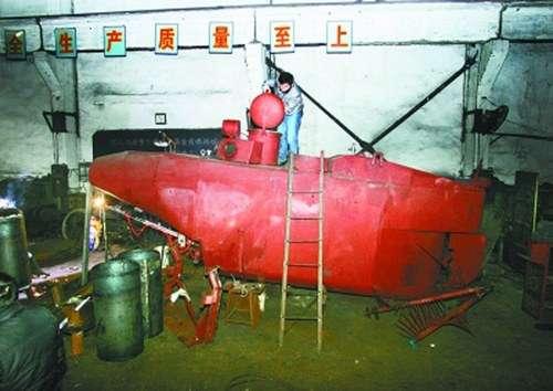 686140229261ded4b913o - Un desempleado chino monta una fábrica de minisubmarinos en su garaje